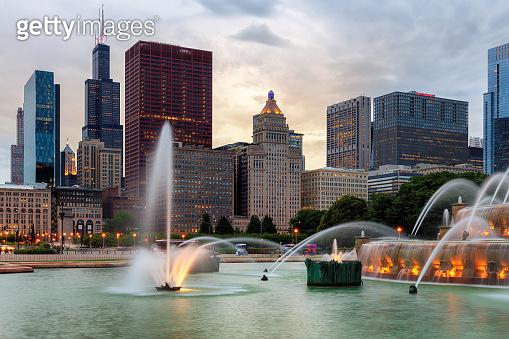 Chicago skyline at sunset and Buckingham fountain
