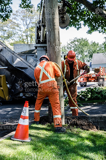 Installation of an electric pole