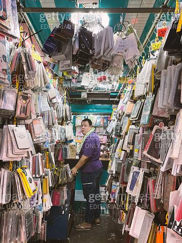 Mobile phone case Retailer open his store