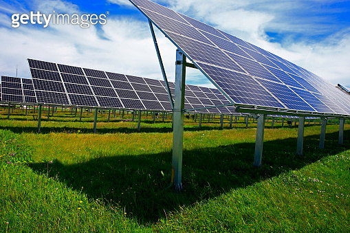 Solar photovoltaic panels and solar photovoltaic power generatio