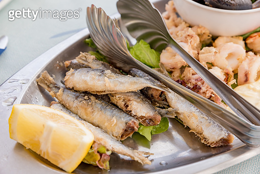 Palte of fried fish with lemon