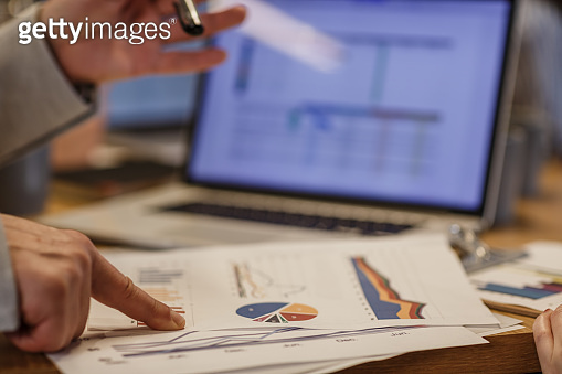 Data and graphics to read business performance