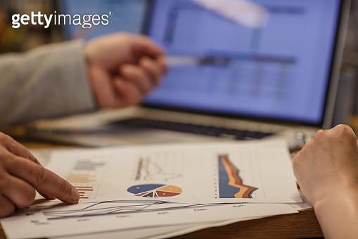 Data and graphics to read business outcome