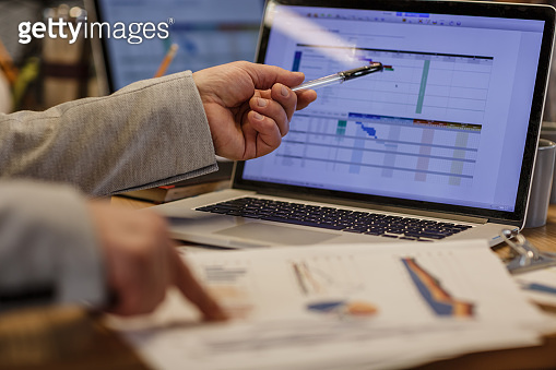 Data and graphics to read business progress