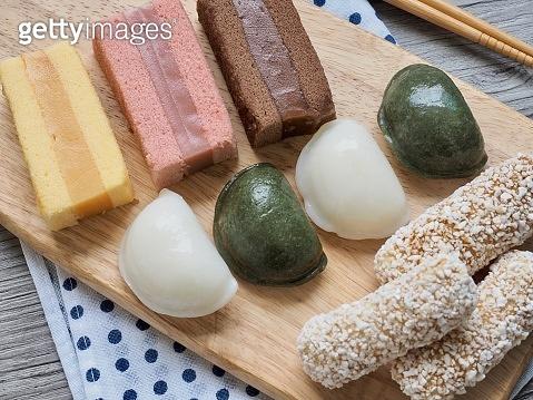 Korean food Songpyeon, half-moon-shaped rice cake and  Yakgwa