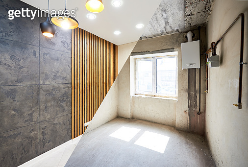Room in apartment before and after renovation works