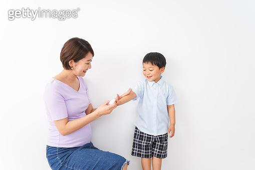 Mom spray to her child