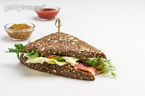 Whole wheat sandwiches with sesame seeds and jamon.