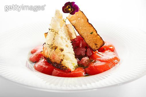 Tuna tartare and gazpacho close up
