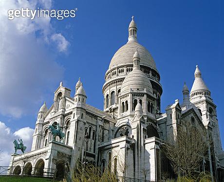 SACRE COEUR BASILICA IN MONTMARTRE, PARIS