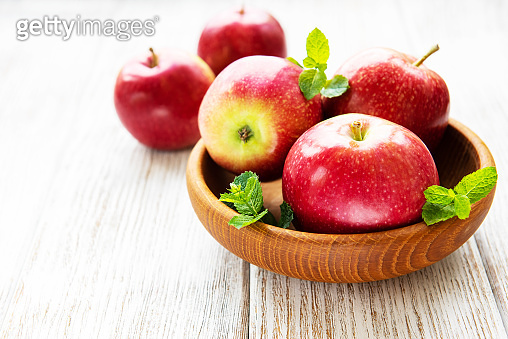Bowl with red apples