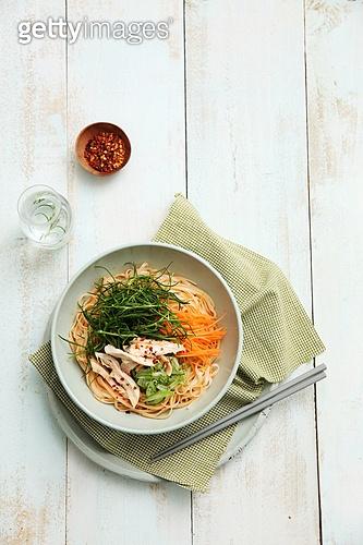 Food,식사,접시,국수,닭고기,면,채소,비빔국수