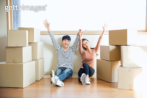 한국인, 부부, 커플, 신혼부부 (부부), 이사, 미소, 상자 (용기), 만세