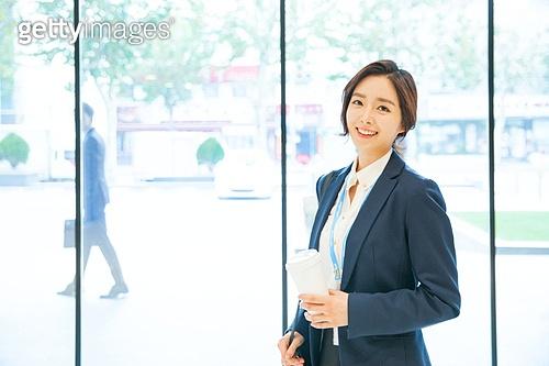 한국인, 여성, 출퇴근 (여행하기), 아침, 화이트칼라 (전문직), 미소