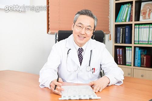 한국인, 의사, 진료실 (클리닉), 미소