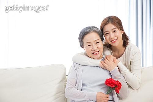 한국인, 가족, 가정의달 (홀리데이), 어버이날 (홀리데이), 카네이션 (패랭이꽃), 어머니 (부모), 딸