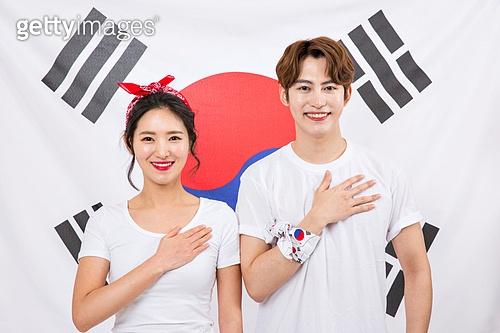 한국인, 커플, 태극기, 애국심, 미소, 밝은표정