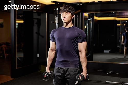 한국인, 남성 (성별), 웨이트트레이닝 (근육강화운동), 아령 (웨이트)