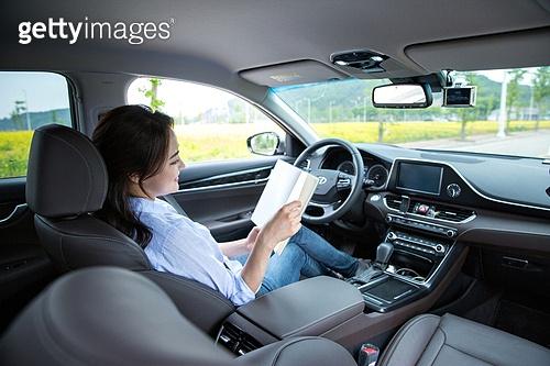 자동차, 무인자동차 (자동차), 책, 읽기 (응시)