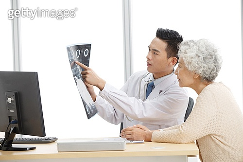 The old woman in the doctor's Office