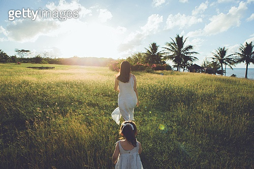 사이판, 들판 (경작지), 햇빛 (빛효과), 엄마, 딸, 걷기 (물리적활동), 감성