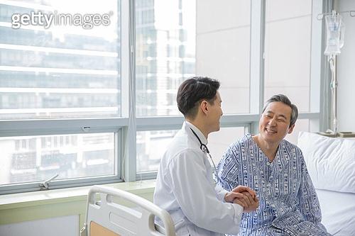 병원, 병실, 의사, 환자, 진찰 (의료행위), 손잡기, 위로, 향상 (컨셉), 미소