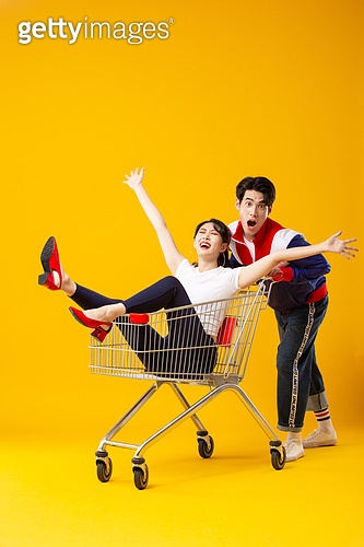 트레이닝복 (운동복), 레트로스타일 (컨셉), 패션, 커플, 쇼핑카트 (소매업장비), 미소, 만세