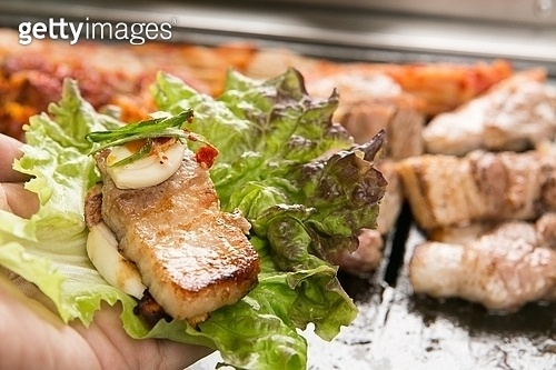 돼지고기,삼겹살,구이,김치,쌈