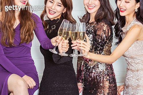 여성, 파티, 연말파티, 드레스, 즐거움, 친구 (컨셉), 건배