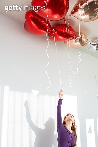 여성, 파티, 연말파티, 드레스, 풍선, 잡기 (물리적활동)