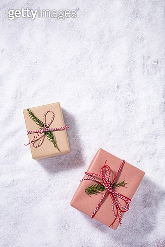 백그라운드, 오브젝트 (묘사), 탑앵글, 크리스마스, 크리스마스오너먼트 (크리스마스데코레이션), 스튜디오촬영 (실내), 실내, 눈 (얼어있는물), 눈가루, 겨울, 계절, 선물 (인조물건), 선물상자 (상자), 크리스마스선물, 카피스페이스