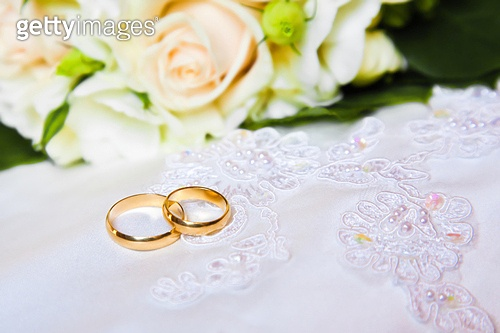 wedding rings with bouquet