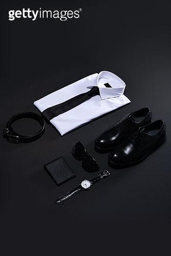 오브젝트 (묘사), 백그라운드, 비즈니스, 검정색 (색상), 탑앵글, 스튜디오촬영, 실내, 누끼, 셔츠 (상의), 구두 (신발), 넥타이 (넥웨어), 서류가방, 벨트 (액세서리), 손목시계, 시계, 선글라스 (안경류), 지갑