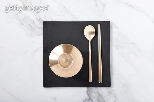 탑앵글, 오브젝트 (묘사), 사람없음, 그릇, 주방용품, 식기수저세트 (데코르), 테이블, 놋그릇 (한국전통), 한국전통, 대리석