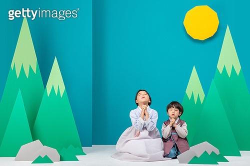 전래동화, 퍼포먼스극 (공연예술), 동화, 어린이 (인간의나이), 한복, 햇님달님, 소원, 기도 (커뮤니케이션컨셉), 소원 (정지활동)
