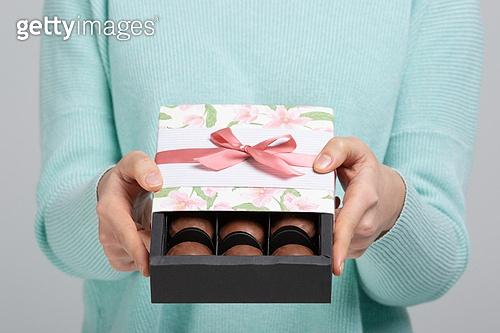 한국인, 발렌타인데이 (홀리데이), 발렌타인데이, 초콜릿, 청년여자 (성인여자), 화이트데이 (홀리데이), 초콜릿 (달콤한음식), 달콤한음식 (음식), 여성 (성별)