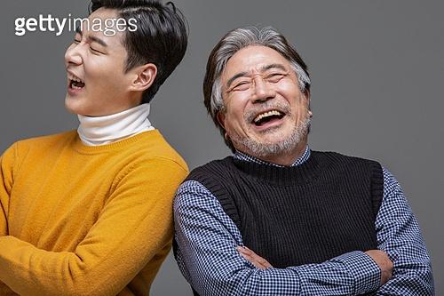 한국인, 아빠, 아들, 가족, 미소, 등맞대기, 기댐 (정지활동)