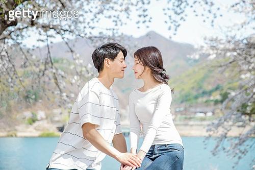 커플 (인간관계), 봄, 여유로운주말 (레저활동), 벚꽃, 데이트, 미소, 감성