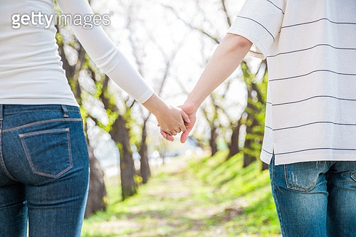 커플 (인간관계), 봄, 여유로운주말 (레저활동), 데이트, 손잡기 (홀딩), 뒷모습, 클로즈업