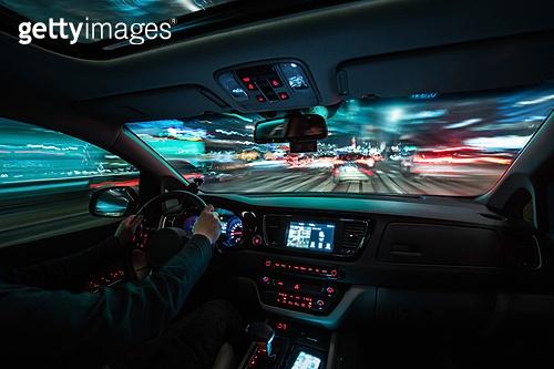 서울 (대한민국), 한국 (동아시아), 운전, 운전 (움직이는활동), 자동차, 자동차 (자동차류), 교통, 도로, 속도, 속도 (컨셉), 모션 (컨셉), 밤 (시간대), 도시, 도심지 (구역), 도심지, 교통체증, 교통체증 (교통)