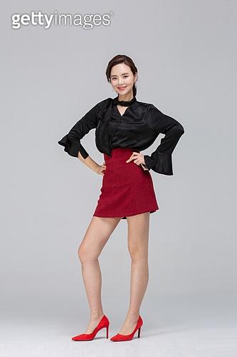 한국인, 동양인 (인종), 상업이벤트 (사건), 한명, 청년여자 (성인여자)