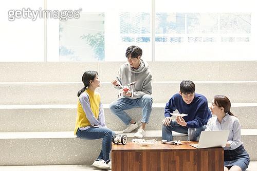 청년 (성인), 청년문화, 드론, 동아리, 미소, 대화