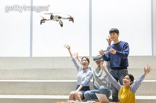 청년 (성인), 청년문화, 드론, 동아리, 리모콘 (전기용품), 미소, 밝은표정