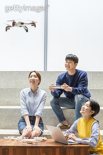 청년 (성인), 청년문화, 드론, 동아리, 리모콘 (전기용품), 미소