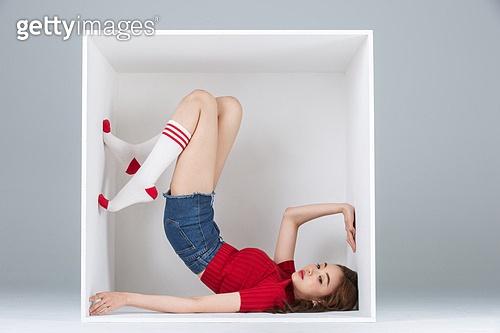 한국인, 여성, 포즈 (몸의 자세), 행동, 하늘향해다리들기 (몸의 자세), 한명