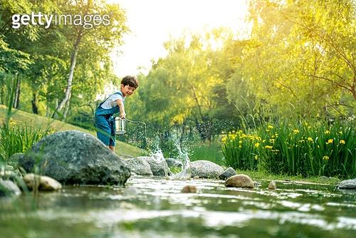어린이 (인간의나이), 소년, 계곡, 물장난, 여름방학, 여름, 장난치기, 낚시 (아웃도어), 행복, 즐거움