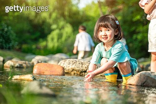 한국인, 어린이 (인간의나이), 소녀, 물장난 (장난치기), 계곡, 여름방학, 방학, 여름, 여행, 물장난, 행복, 즐거움 (컨셉), 귀여움, 웃음 (얼굴표정)