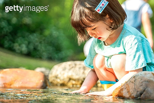 한국인, 어린이 (인간의나이), 소녀, 물장난 (장난치기), 계곡, 여름방학, 방학, 여름, 여행, 물장난, 행복, 즐거움 (컨셉), 웃음 (얼굴표정)