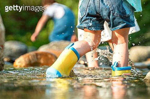 한국인, 어린이 (인간의나이), 물장난 (장난치기), 계곡, 여름방학, 방학, 여름, 여행, 물장난, 행복, 즐거움 (컨셉)