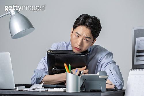 사무실 (업무현장), 비즈니스맨, 번아웃증후군 (격언), 피로 (물체묘사), 과로, 야간근무 (고용문제)